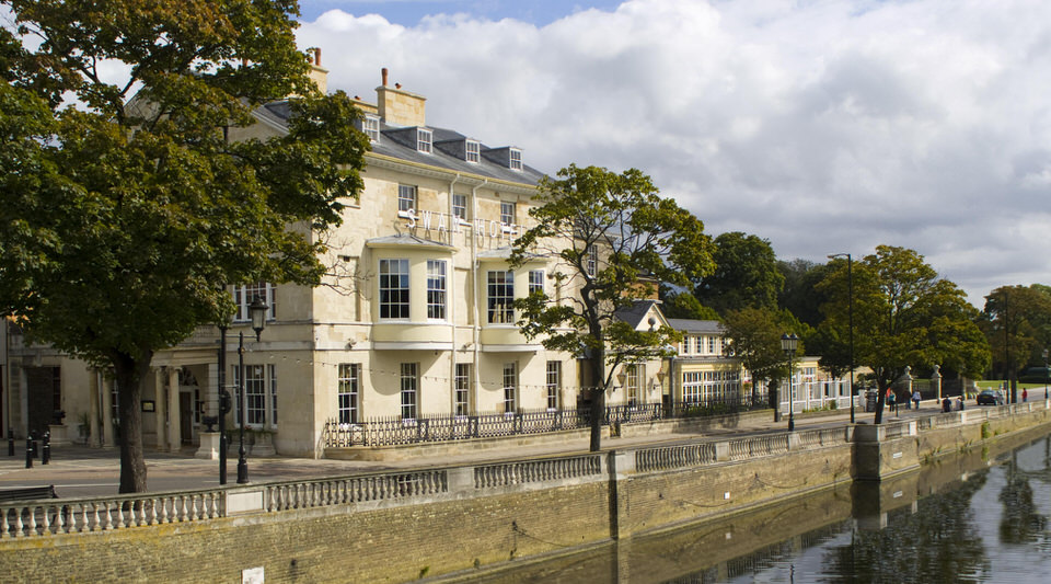 The Bedford Swan Hotel – Exterior at day